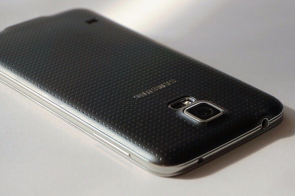 Samsung Galaxy S5 (MINT) & Extras