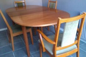 Beautiful 1970s teak extending table & 6 chairs