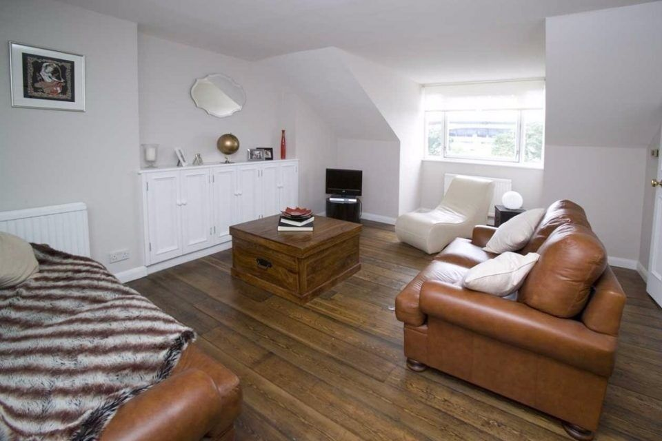 HIGHBURY HILL N5: TWO BEDS, TWO BATHS, LARGE EAT IN KITCHEN, PRIVATE BALCONY, HIGHBURY BARN