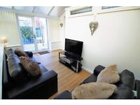 NEWLY RENOVATED! Fantastic Double En-Suite Rooms Available! Near A1!