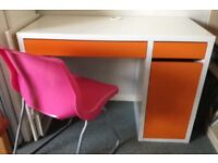This Desk and chiar is great for young adults and children at a cheep price.
