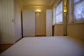 1 Double Room 3 minutes from Stepney Green!