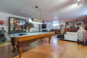 Pool table for sale - NEGOTIABLE/Table de pool a vendre