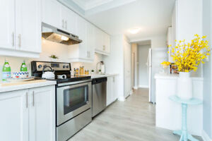 LUXURIOUS 1 BDRM UNITS AVAILABLE, INSUITE LAUNDRY & AC!!!