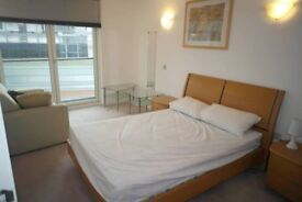 Double room to let in Canary Wharf