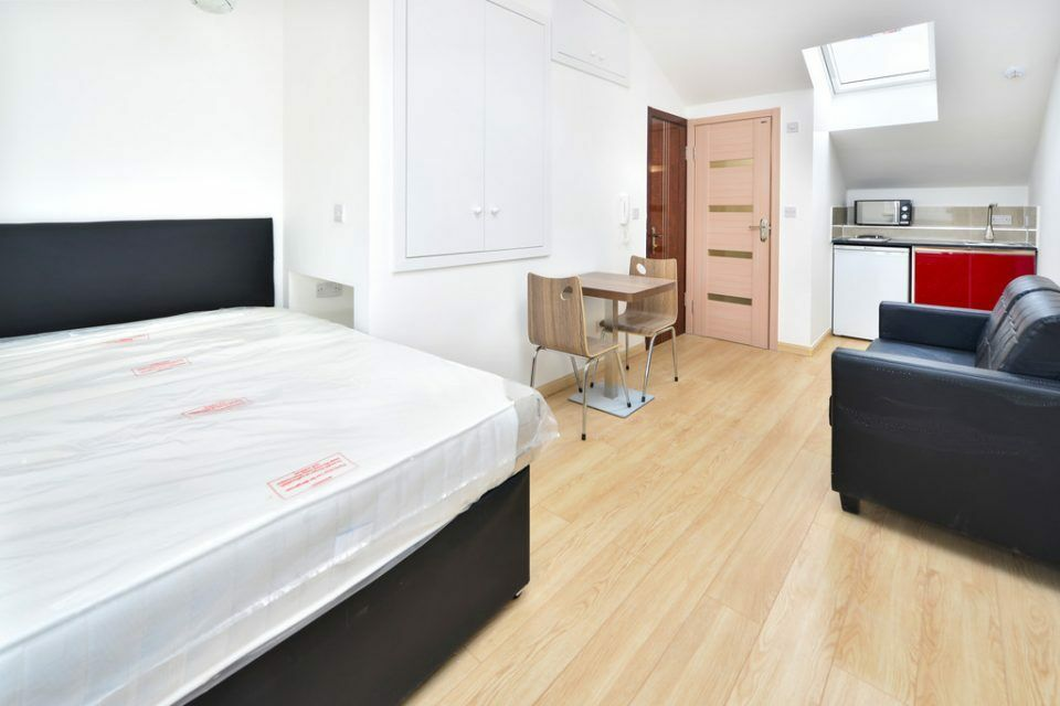 DAWES ROAD SW6: A NEWLY REFURBISHED STUDIO APARTMENT SET WITHIN A MODERN PRIVATE DEVELOPMENT