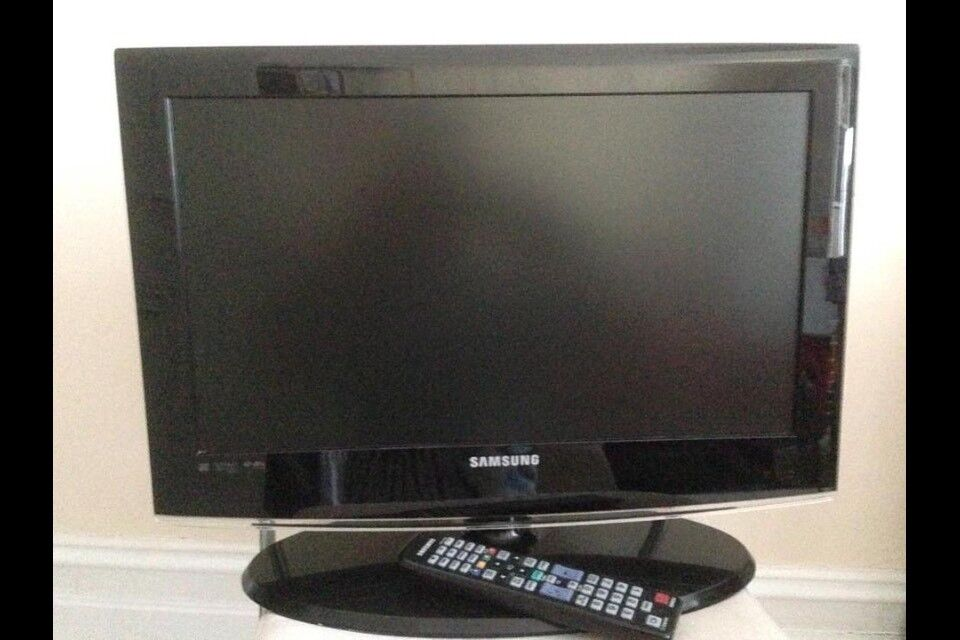 "Samsung Flat lcd TV 22"""
