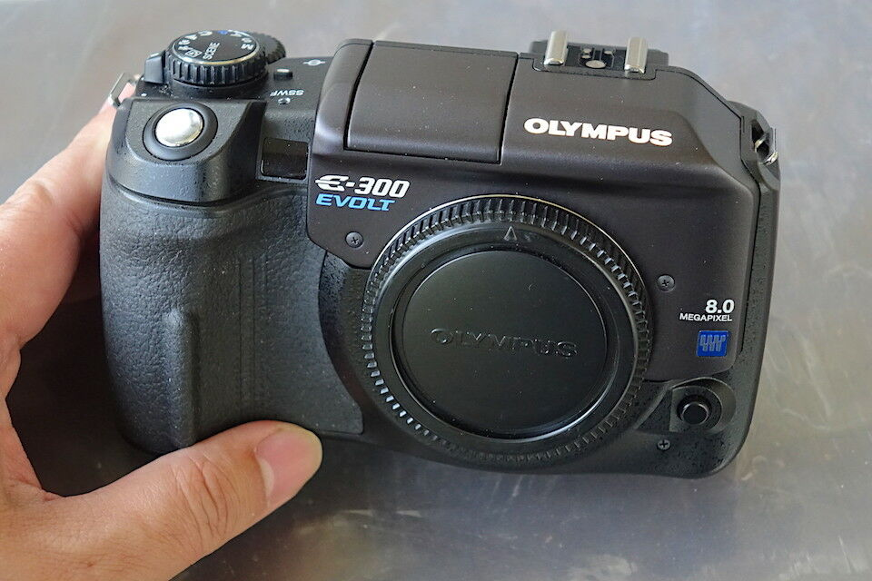 Mint OLYMPUS E-300 DSLR Camera 8mp With Kodak CCD Sensor From Leica Collector - $249.99