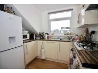 Fantastic 2 bedroom top floor flat in Finsbury Park with roof terrace