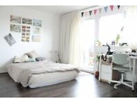 Spacious 3 bedroom Maisonette in Limehouse (Zone 2) ideal student accommodation *** No agent fees***