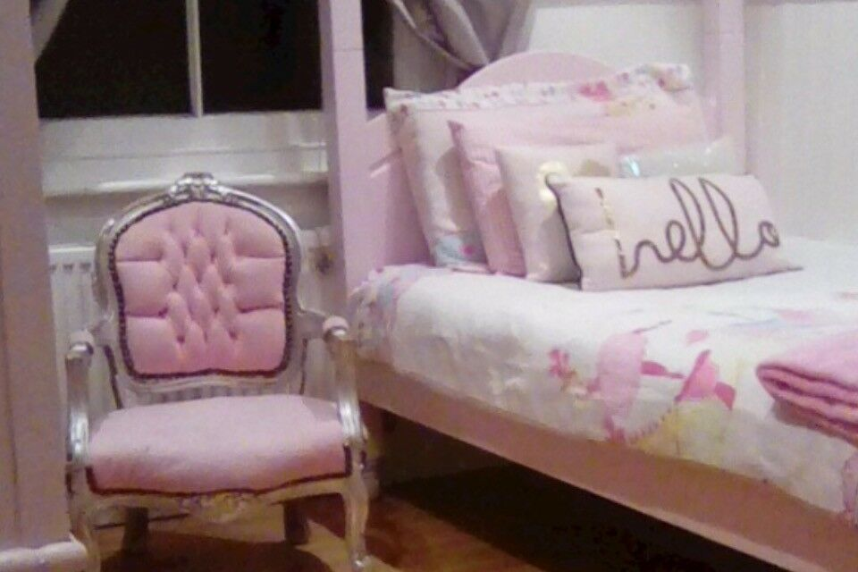 Solid single SOFT PINK four poster bed