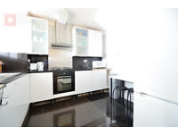 Contemporary 4 Bed Maisonette Flat in East London - E14