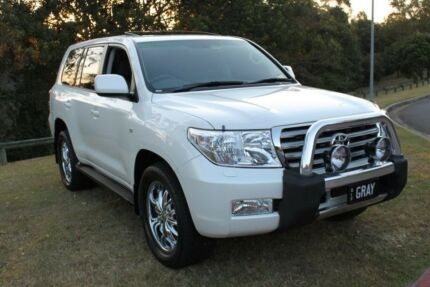 2011 Toyota Landcruiser Sahara V8 Petrol Auto 8 Leather Seats