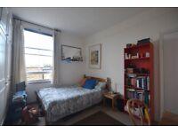 Great room in huge flat - Shepherd's Bush, just near Westfield. 5 mins from tube. Roof terrace.