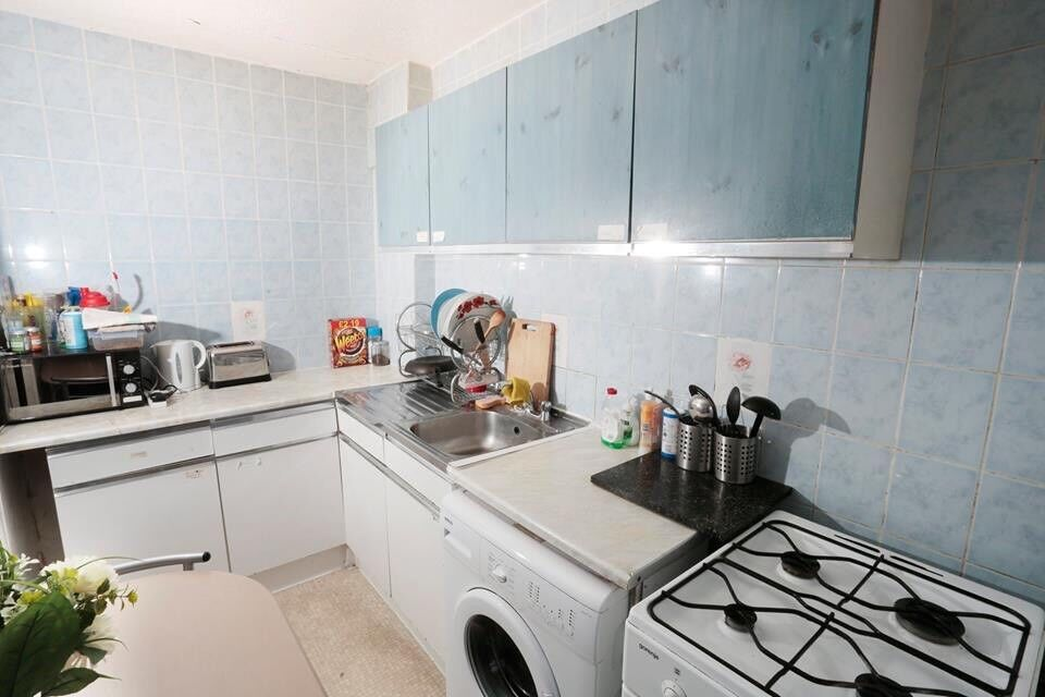 Lovely double room next Tower Bridge 1/2 persons 07706814372