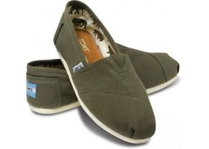 Toms Canvas Classics for Men and Women