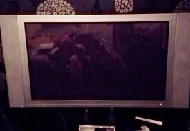 Big silver TV with glass stand doesn't have freewview,