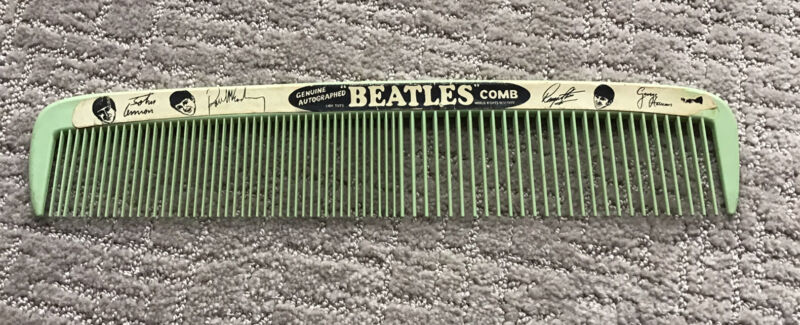 THE BEATLES LARGE COMB BY LIDO TOYS