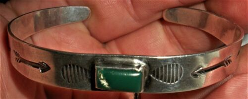 ANTIQUE c1930 NAVAJO TURQUOISE STERLING SILVER ARROW FEATHER STAMP BRACELET vafo