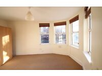 2 Bed Flat in NW2 Willesden Green - Ideal for Professionals - Large Rooms - Near Station
