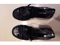 JELLY SHOES - SIZE 4