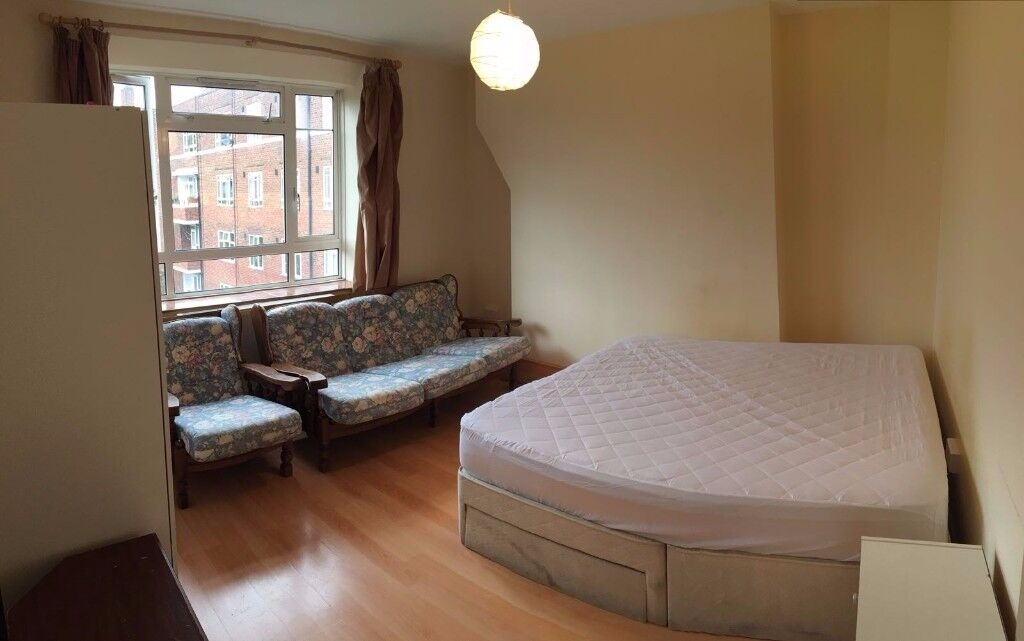 WHITE CITY MASSIVE DOUBLE ROOM IN A LOVELY 3 BEDROONS FLAT