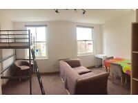**cheap, Nice and Clean 1 bedroom flat in Kings Cross, 3rd floor with lift,some bills included !! **