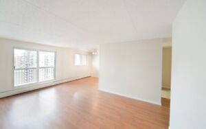 2 BEDROOM BLOWOUT - Amazing Skyline Views of Downtown