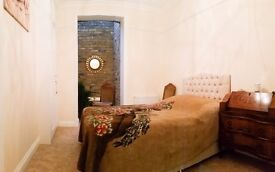 Luxury bedroom near East Putney tube SW zone 2. SHORT TERM.