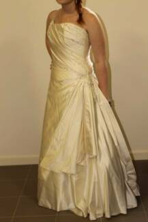 Ivory coloured silk Wedding or Deb dress with Corset Size 12 Mulgrave Monash Area Preview