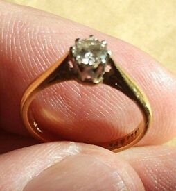 Engagement ring 9ct gold set in platinum