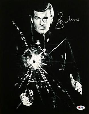 Roger Moore Signed 11X14 Photo  8 James Bond 007 Autograph W  Psa Dna Coa Auto