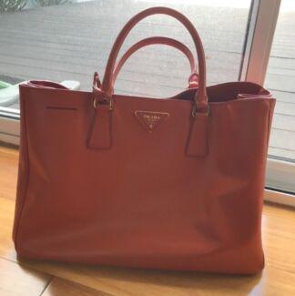 c3cdffdc65bd ... discount prada messenger bag authentic prada saffiano tote 6e477 21164