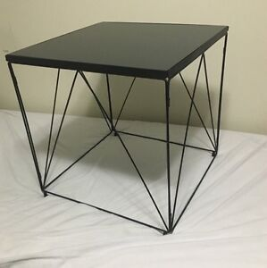 Wire side table Rand Urana Area Preview