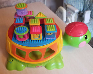 FISHER-PRICE PEEK A BLOCKS BUILD & SPILL MUSICAL TURTLE