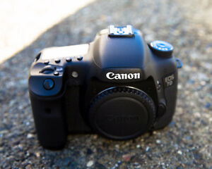 --==Canon 7D Professional DSLR with 32GB CF card low shutter cou