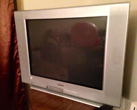 """FREE 32"""" OLD SONY TV!!! Need it GONE!!! :)"""