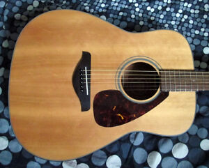 Yamaha FG700MS acoustic guitar in excellent condition