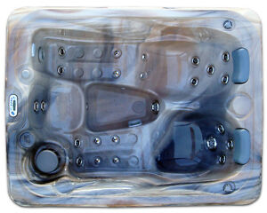 S-3 hot tub - Holiday Sale - NO TAX ON ALL HOT TUBS! Cornwall Ontario image 1