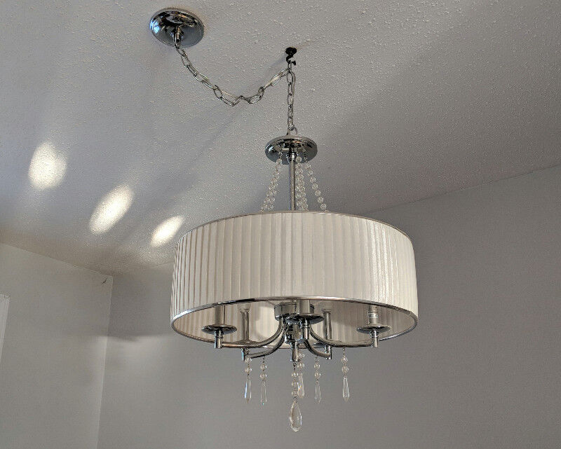 LIKE NEW 5 LIGHT CHANDELIER PENDANT WITH CRYSTAL DROPLETS   Indoor ...