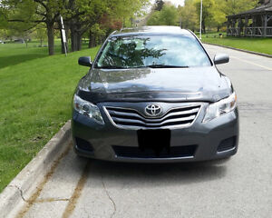 2010 Toyota Camry LE Sedan clean Low km