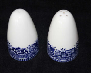 JOHNSON BROS. SALT & PEPPER SHAKERS - BLUE WILLOW