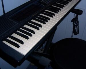 KEYBOARD WITH SYNTH