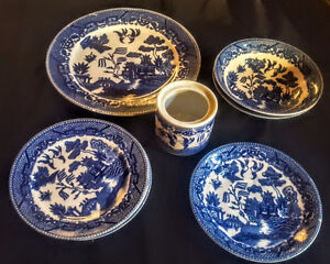 SEVERAL PIECES OF BLUE WILLOW JAPAN SIGNED IN RED