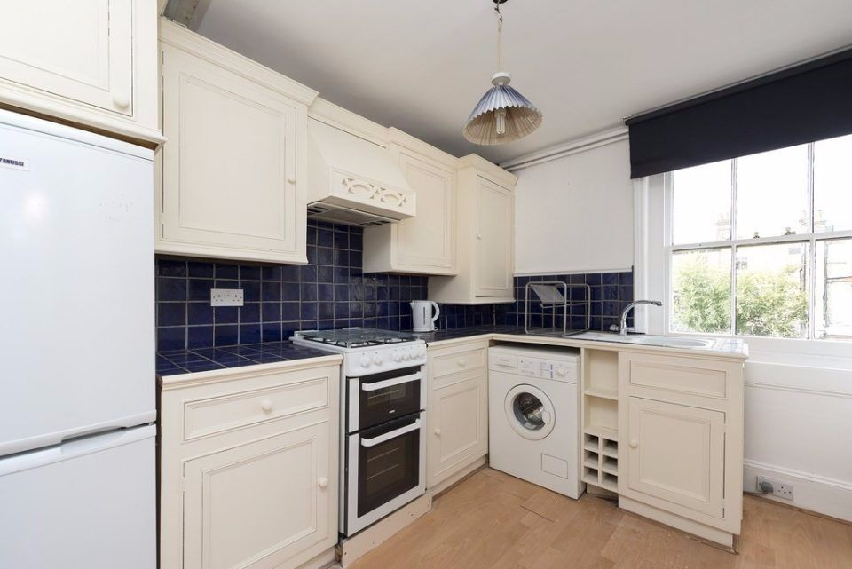 HIGHBURY GROVE, N5: 2 DOUBLE BEDROOM FLAT, AVAILABLE NOW, UNFURNISHED, IN THE HEART OF HIGHBURY