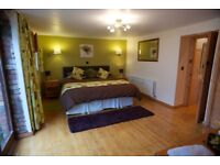 Renovated STABLES 4 * (2 bedrooms: SLEEPS 4: superkings or singles in rooms) short or longer breaks