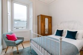 Beautiful and bright double bedroom to rent in cozy central flat