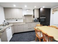 Double ensuite near to East Acton Station & shops, all bills included