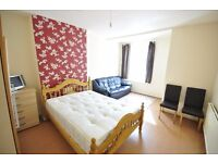 king size room available at Hackney .from 10th of Oct .all bills included,