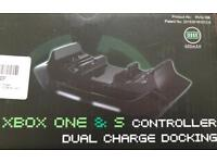 XBOX ONE DUAL CONTROLLER CHARGER